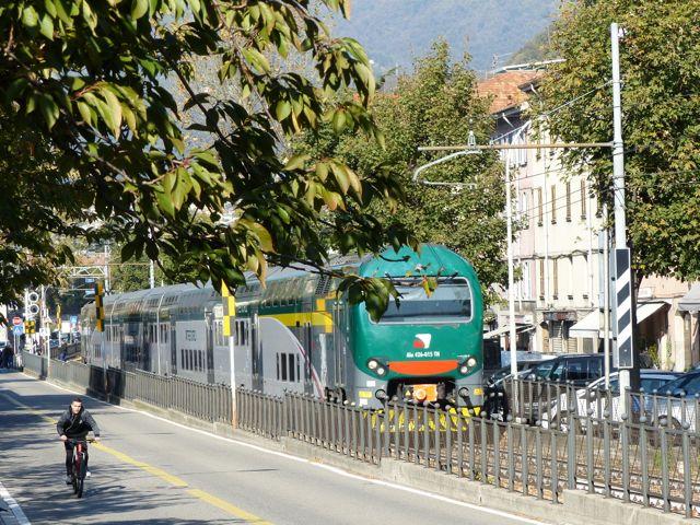 Fundstück: Doppelstock als Straßenbahn inComo